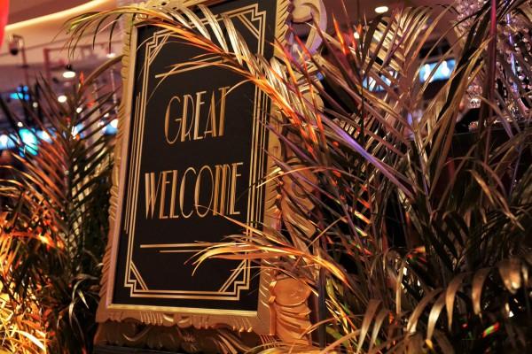 great gatsby, gatsby, great, roaring 20-ties, charleston, New York, privacy, evenement, event, thema, goud, zwart, zilver, pluim, decor, aankleding, tafelaankleding, feest, prive, op locatie, champagne, ontzorgen, privefeest, corporate, themafeest, entert